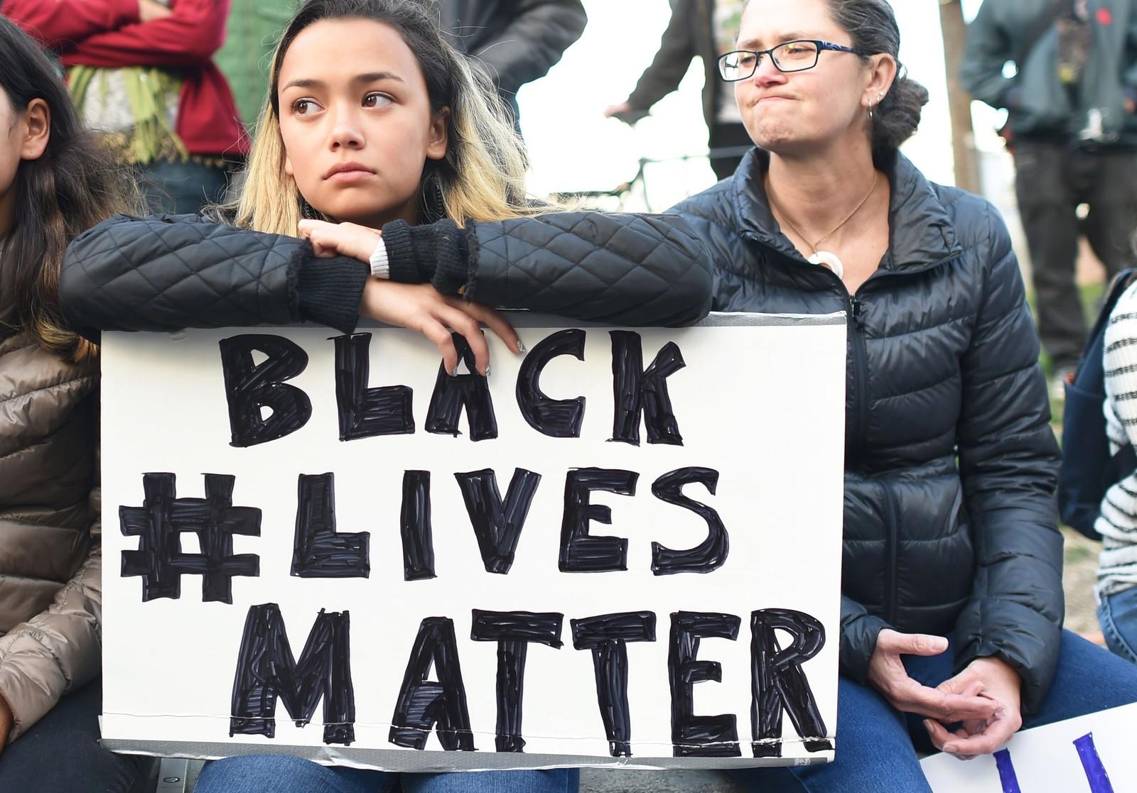 SAN FRANSISCO: «Svarte liv gjelder» stod det på mange av bannerne til de som deltok i protestene over hele USA.