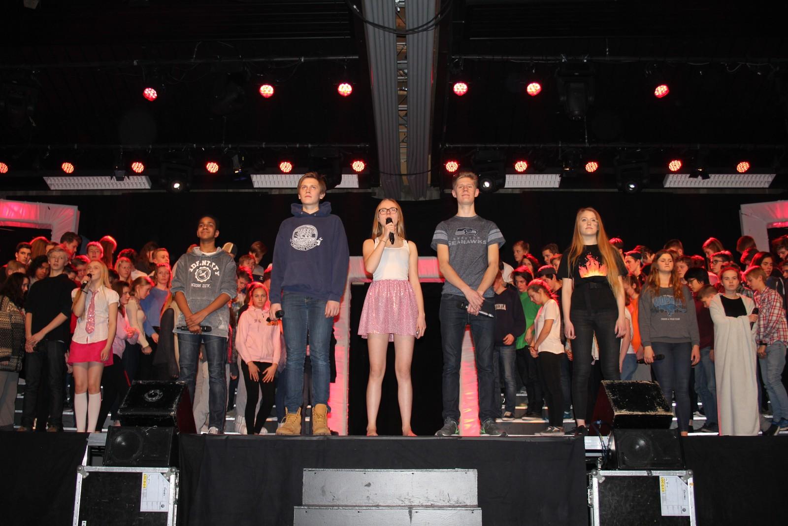Mange flinke ungdommer får egne soloer i forestillingen.