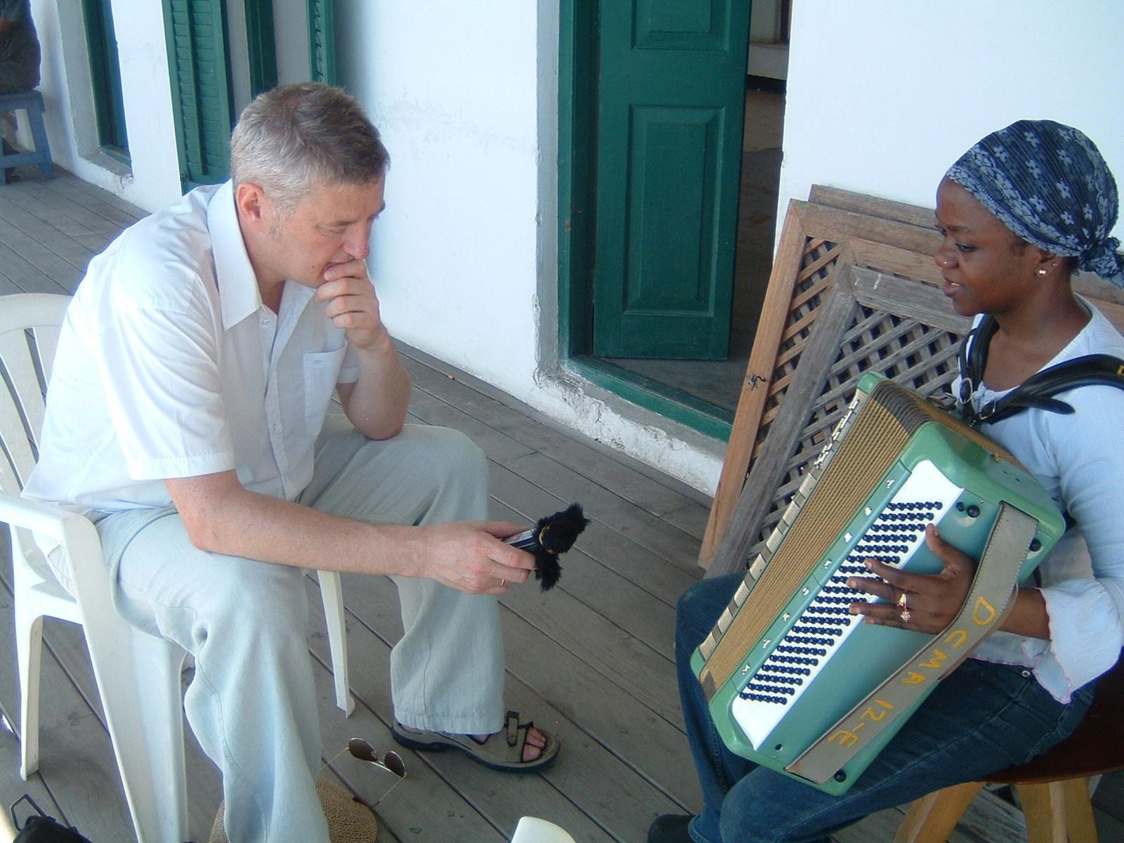 Arne Berg tapper verden for musikk i Zanzibar.