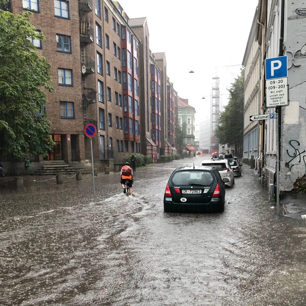 Kaos på Grønland i Oslo etter styrtregn i august 2019.