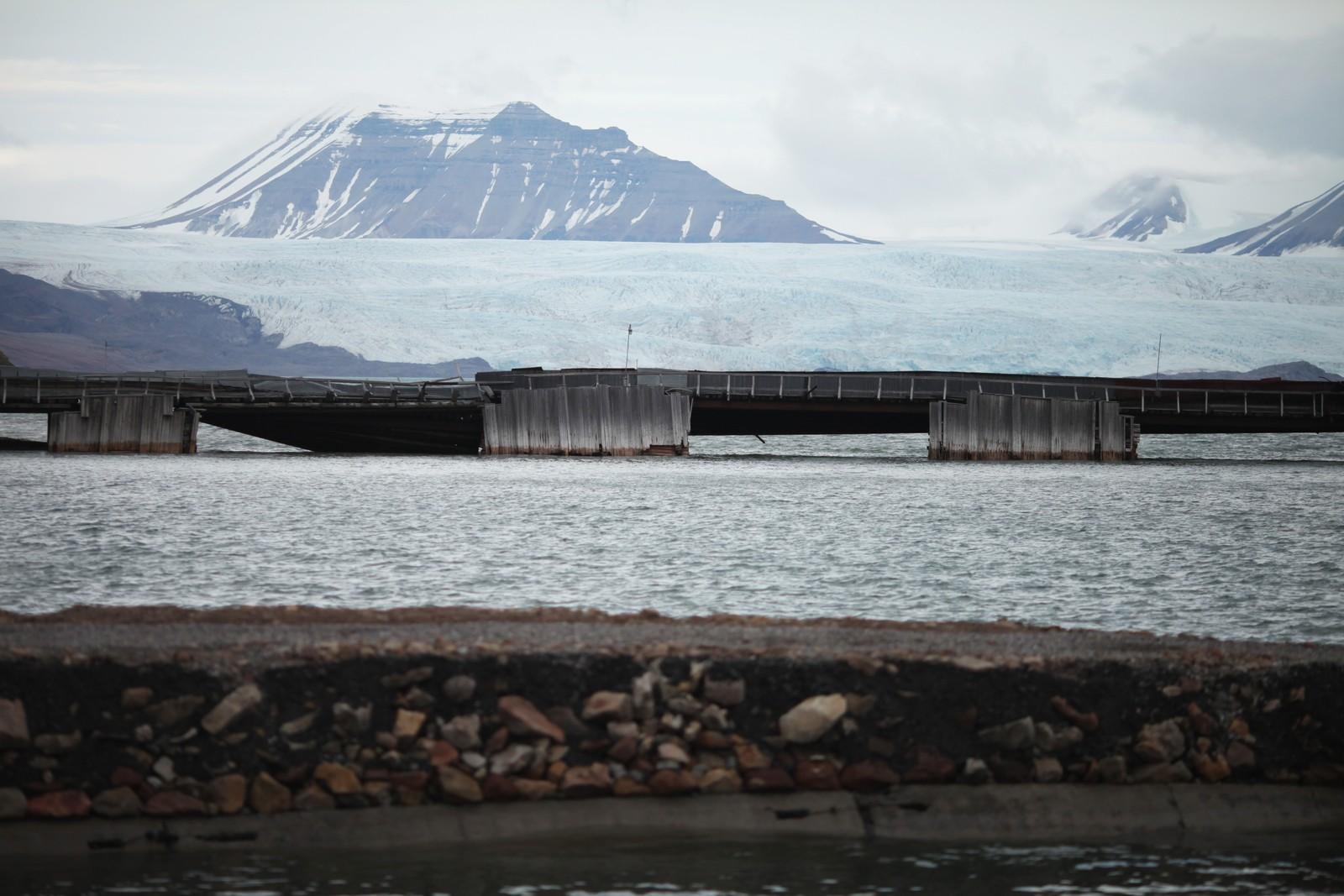 Utsikt fra Pyramiden på Svalbard.