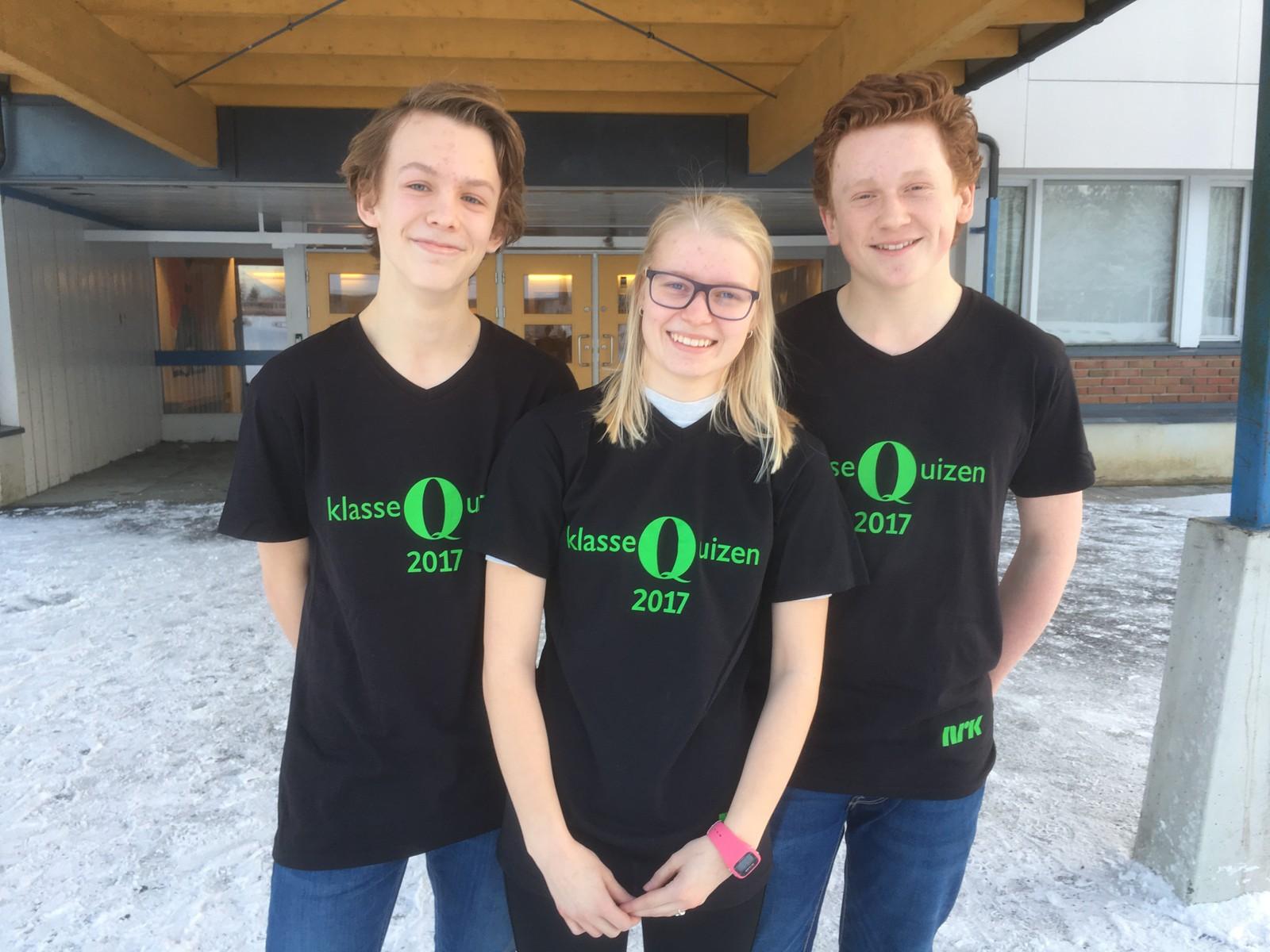 F.v. Halvor Tyseng, Marielle Tyseng og Hallvard Bakken fra Stange ungdomsskole fikk åtte poeng.