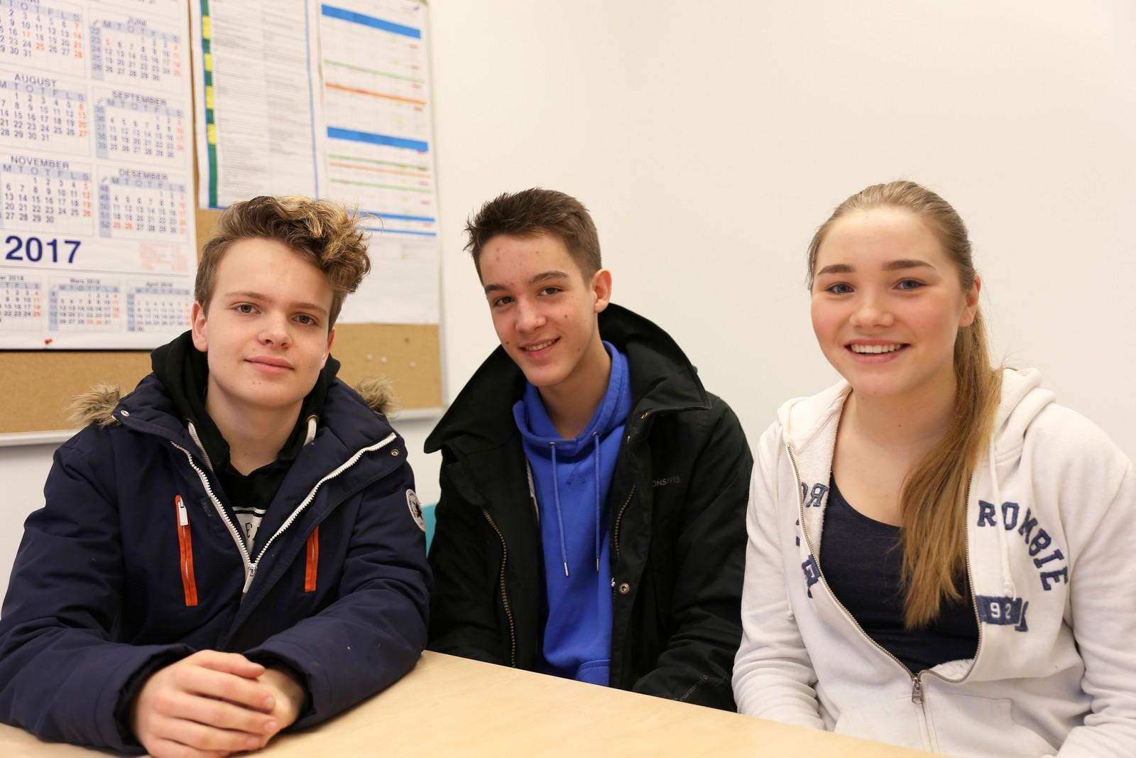 7 POENG: Fra Kvam ungdomsskule deltok Samuel Lyngset, Elias Selvik Undal (i midten) og Hanna Børve.