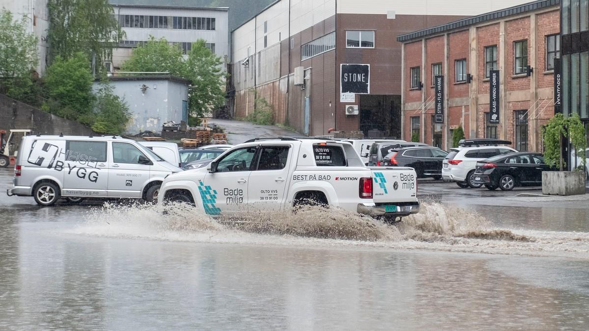 STYRTREGN: Kraftige regnbyer i Vennesla i Vest-Agder tysdag ettermiddag.