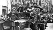 Frigjøringsdagen 1945 ble feiret over hele landet. Slik så det ut i Oslo 8. mai.
