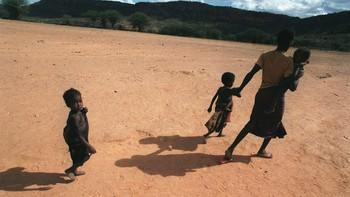 Tørke og sult Etiopia. - Hundretusenvis av desperate familier har lagt ut på vandring i Etiopia, på