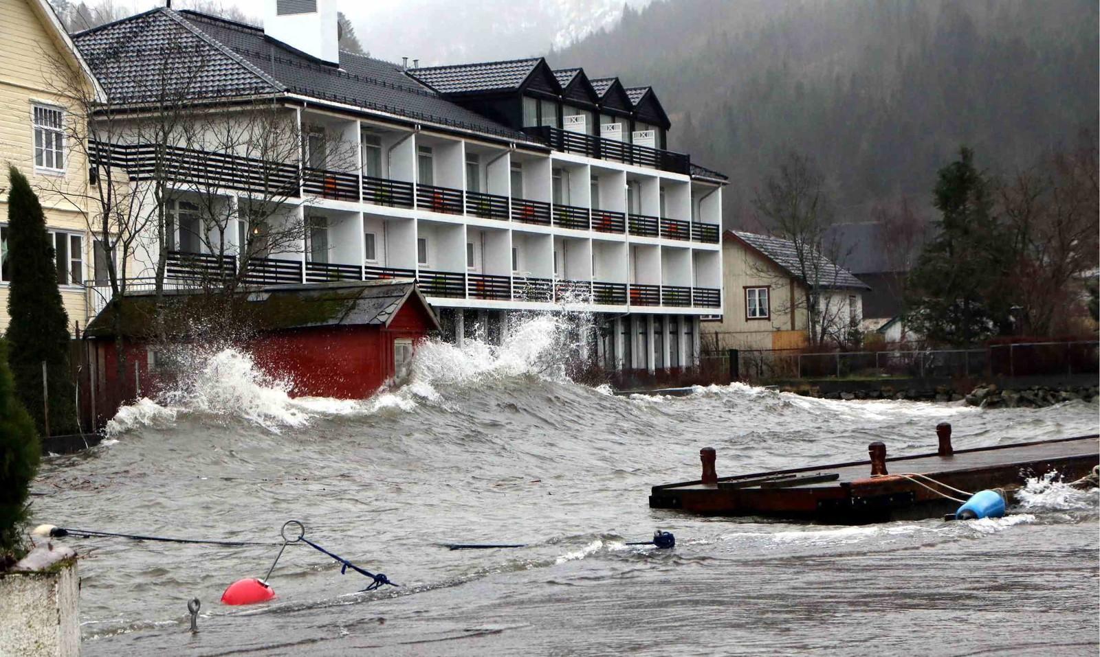Raftevolds hotell har fått sin del vatn og meir til denne jula.