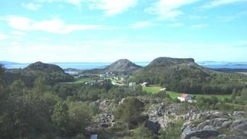 Utsikt fra Solsemhula på Leka.