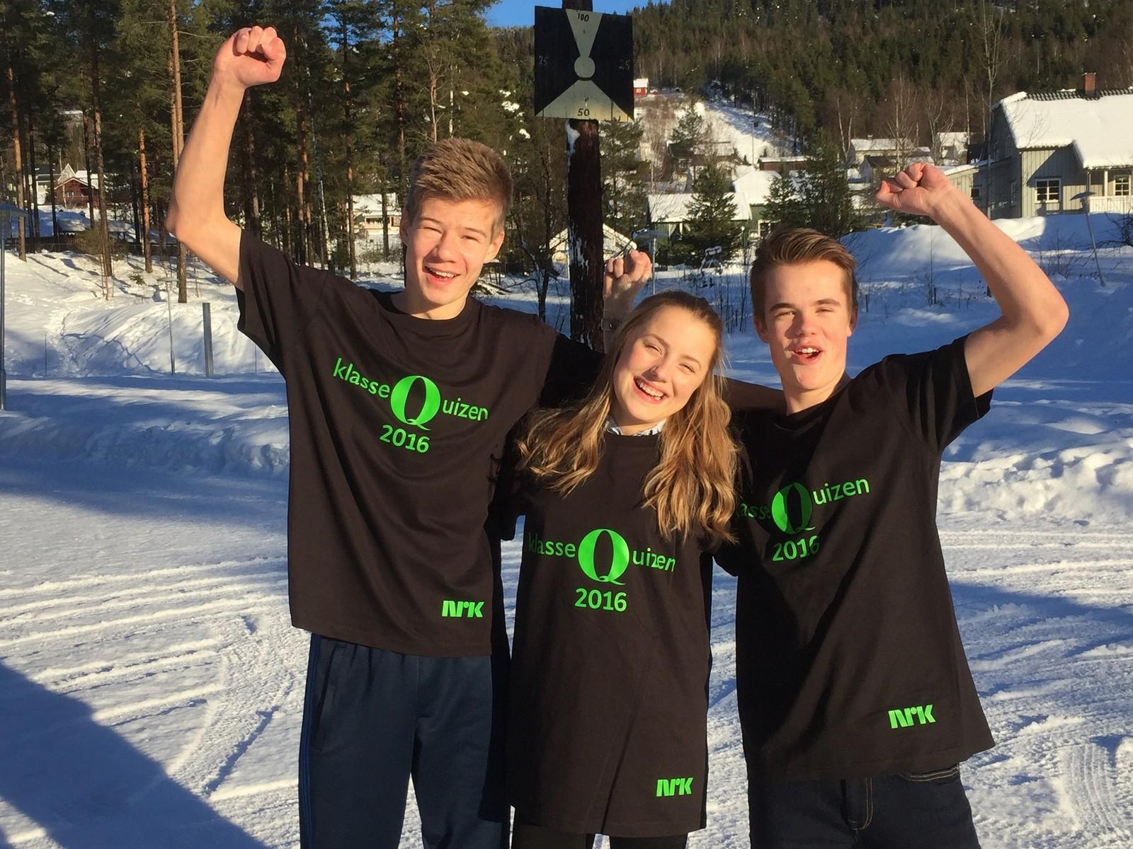 Øivind Løvmoen, Pernille Langseth og Amund Lillejordet fra Dokka ungdomsskole fikk 10 poeng.