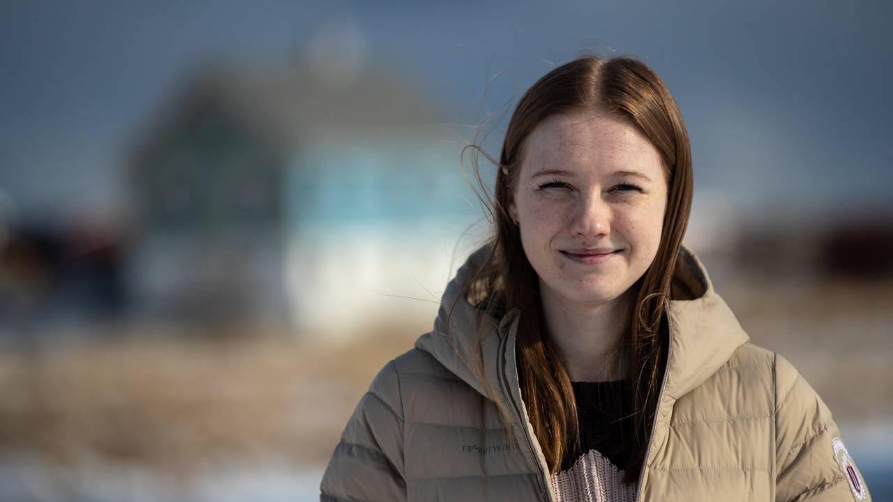 Sara Mathisen og samboeren Joachim gikk mot strømmen da de satset all tid og penger på å pusse opp et gammelt hus på Værøy i Lofoten.