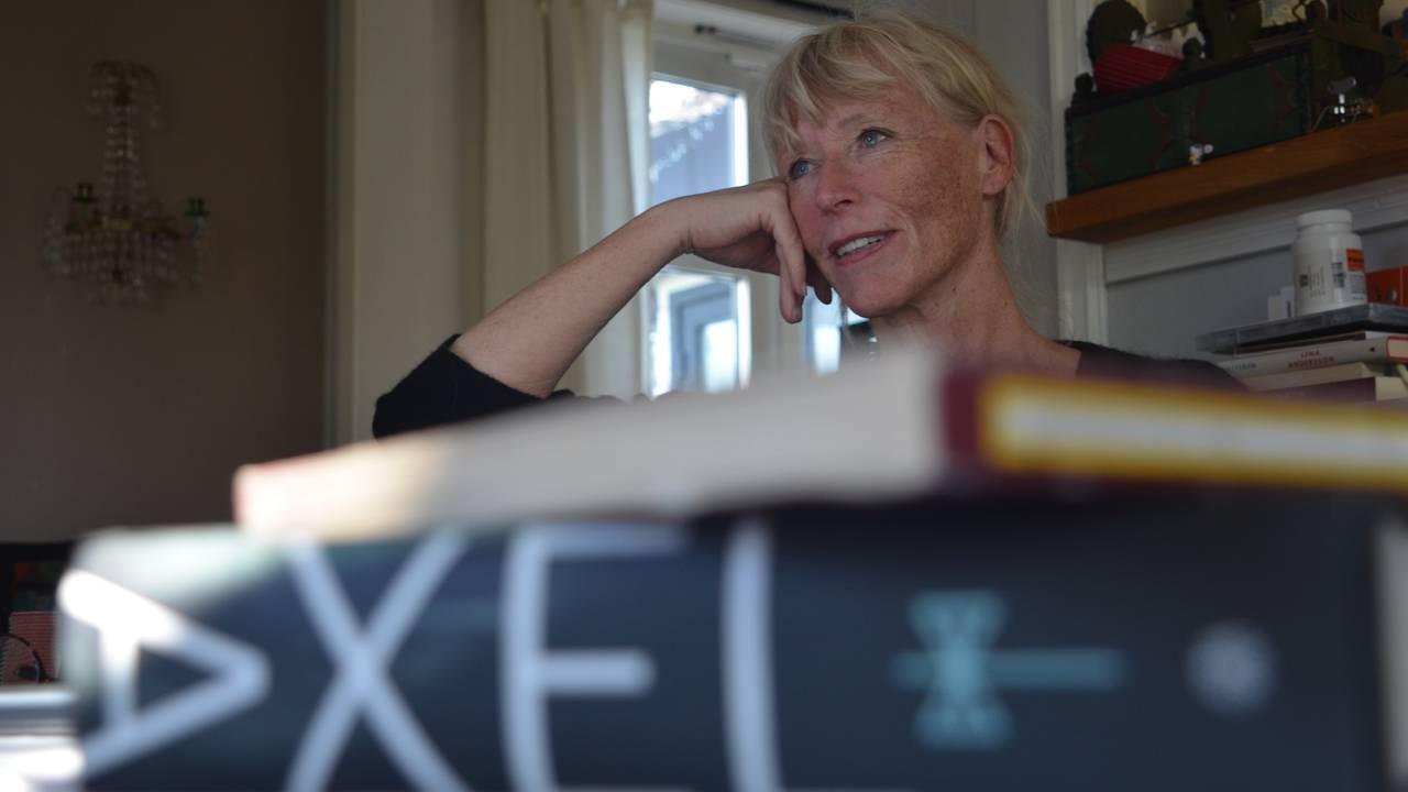 Axel Moxnes er glad i å lesa bøker.