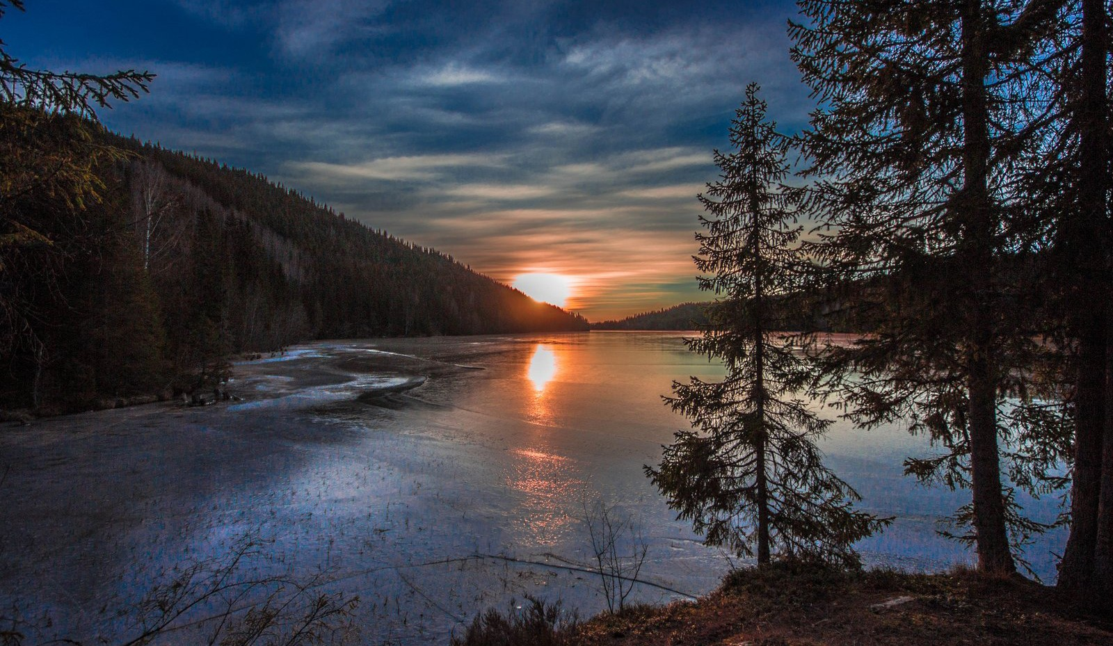 Solnedgang over Leklemsvatnet, på grensa mellom Verdal og Inderøy