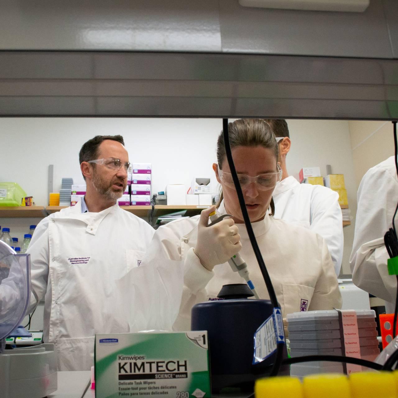 Forskere ved University of Queensland, Australia er av de første til å teste vaksiner på mennesker
