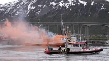 Redningsselskapet arrangerte en katastrofeøvelse i havnetbassenget i Tromsø.