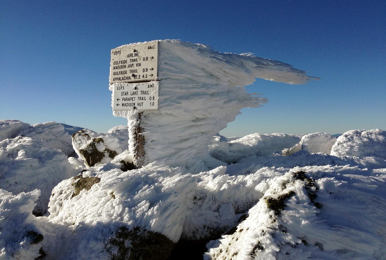 Vinteren har virkelig kommet til de høye fjellene i New Hampshire, USA, der de denne uka fikk merke lave temperaturer og sterk vind. Dette bildet av naturens kunstverk er tatt på Mount Adams.