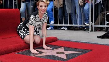 Scarlett Johansson fikk onsdag sin stjerne på Hollywood walk of fame.