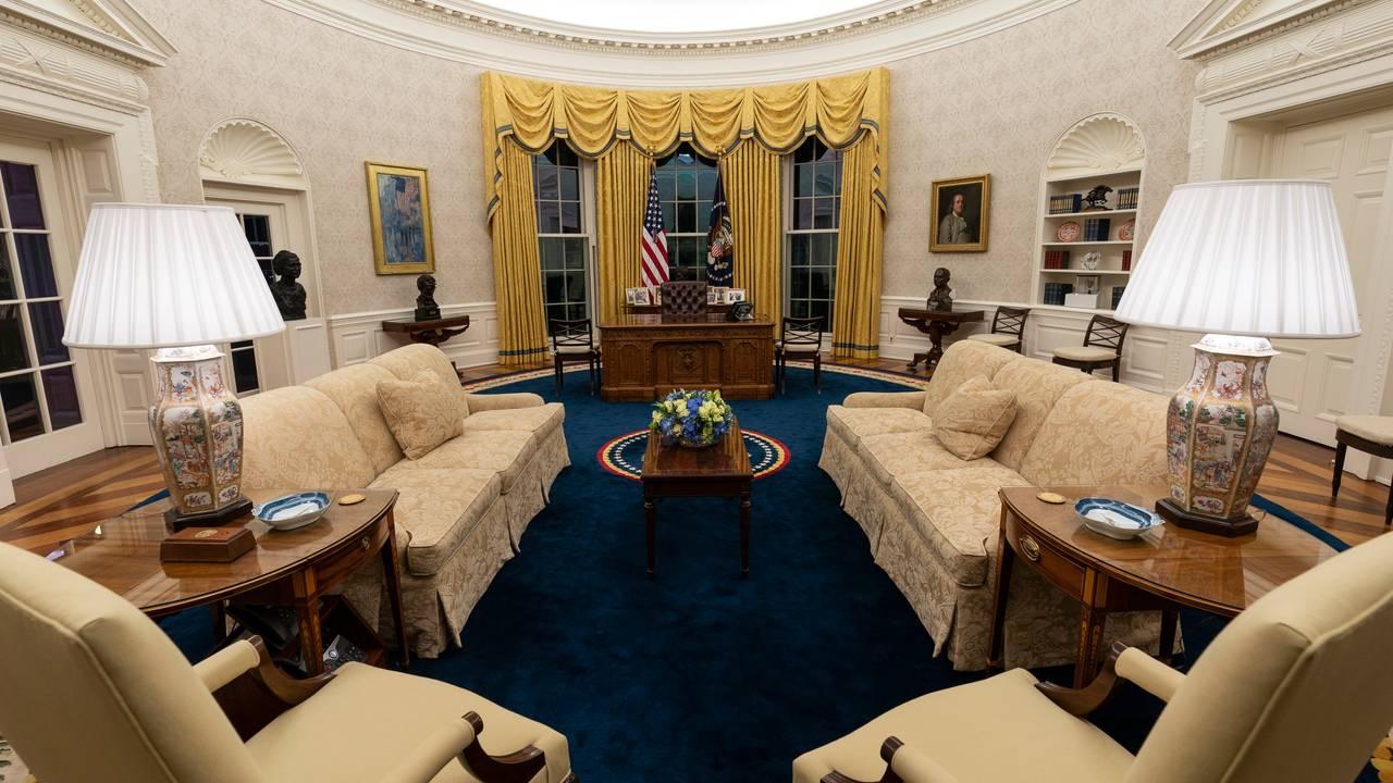 Overblikk over Det ovale kontor i Det  hvite hus under Joe Biden.