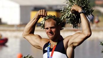Olaf Tufte etter at han vant OL-gull i Athen for fire år siden.