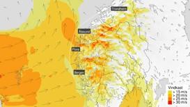 STORMSENTER PÅ VEI: Torsdag blir det uvær av den typen vi helst forbinder med andre årstider. Været vil merkes best på Vestlandet og i Trøndelag, men også resten av landet vil få kjenne på vinden.