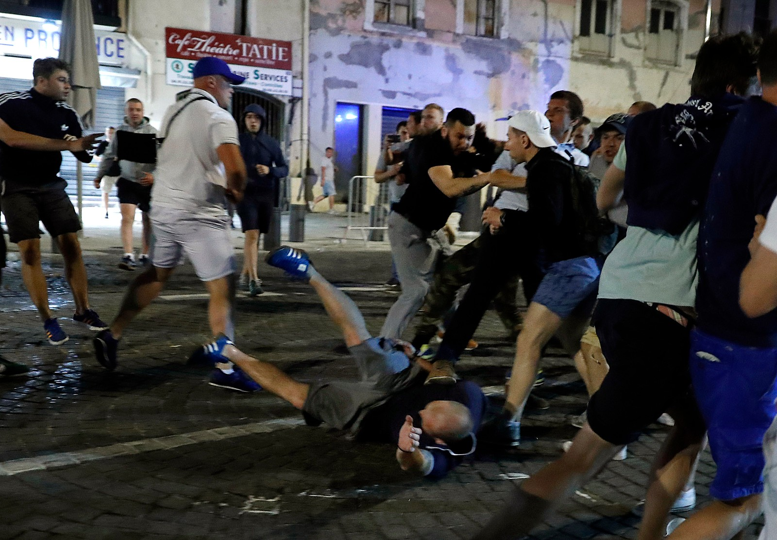 Fotballsuppoertere i sammenstøt i Marseille