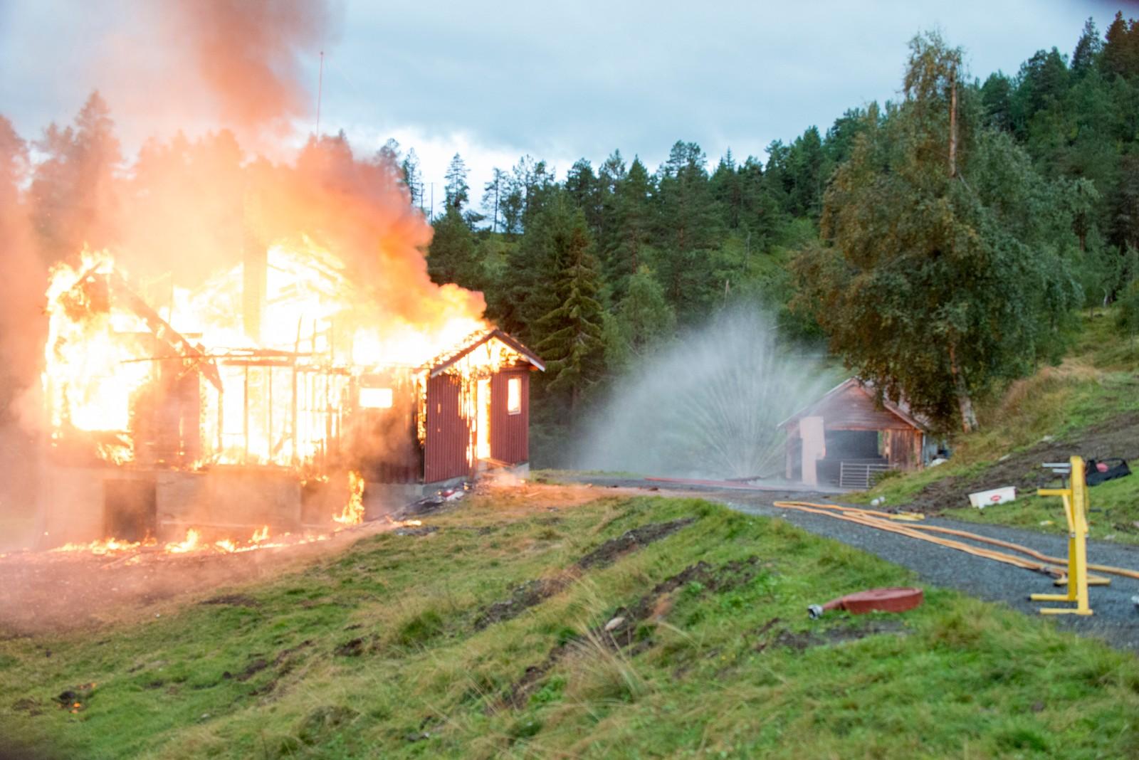 Også første etasje måtte gi tapt for flammane.
