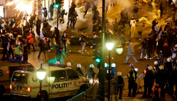 Tåregass ble brukt mot protestantene.