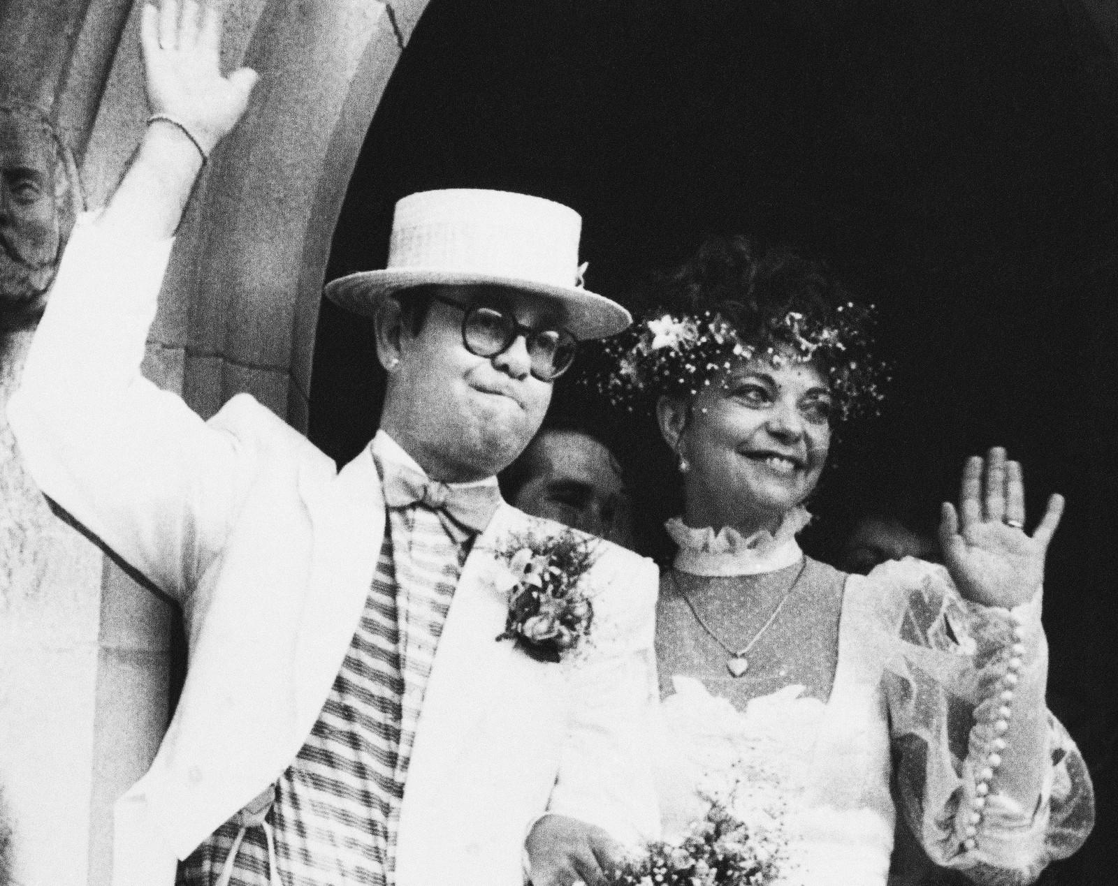 1984: Elton John giftar seg med Renate Blauel i St. Mark's church i Sydney, Australia 14. februar.