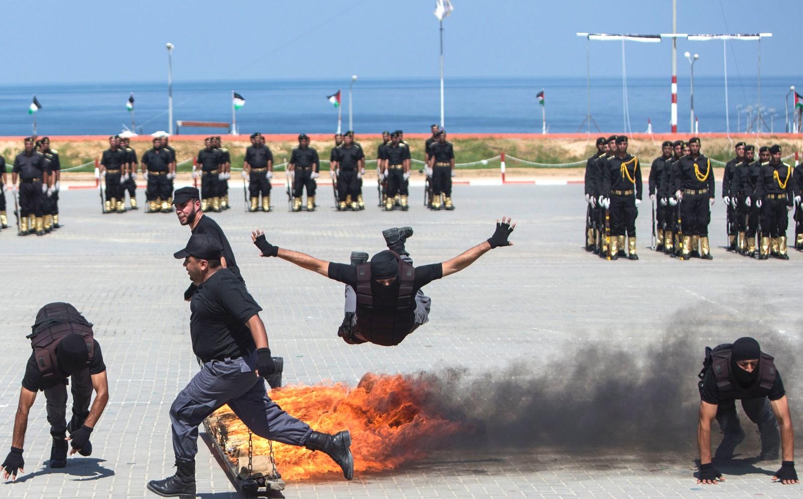 "Medlemmer av Hamas deltar i en militær ""eksamensseremoni"" I Gaza den 6. september."