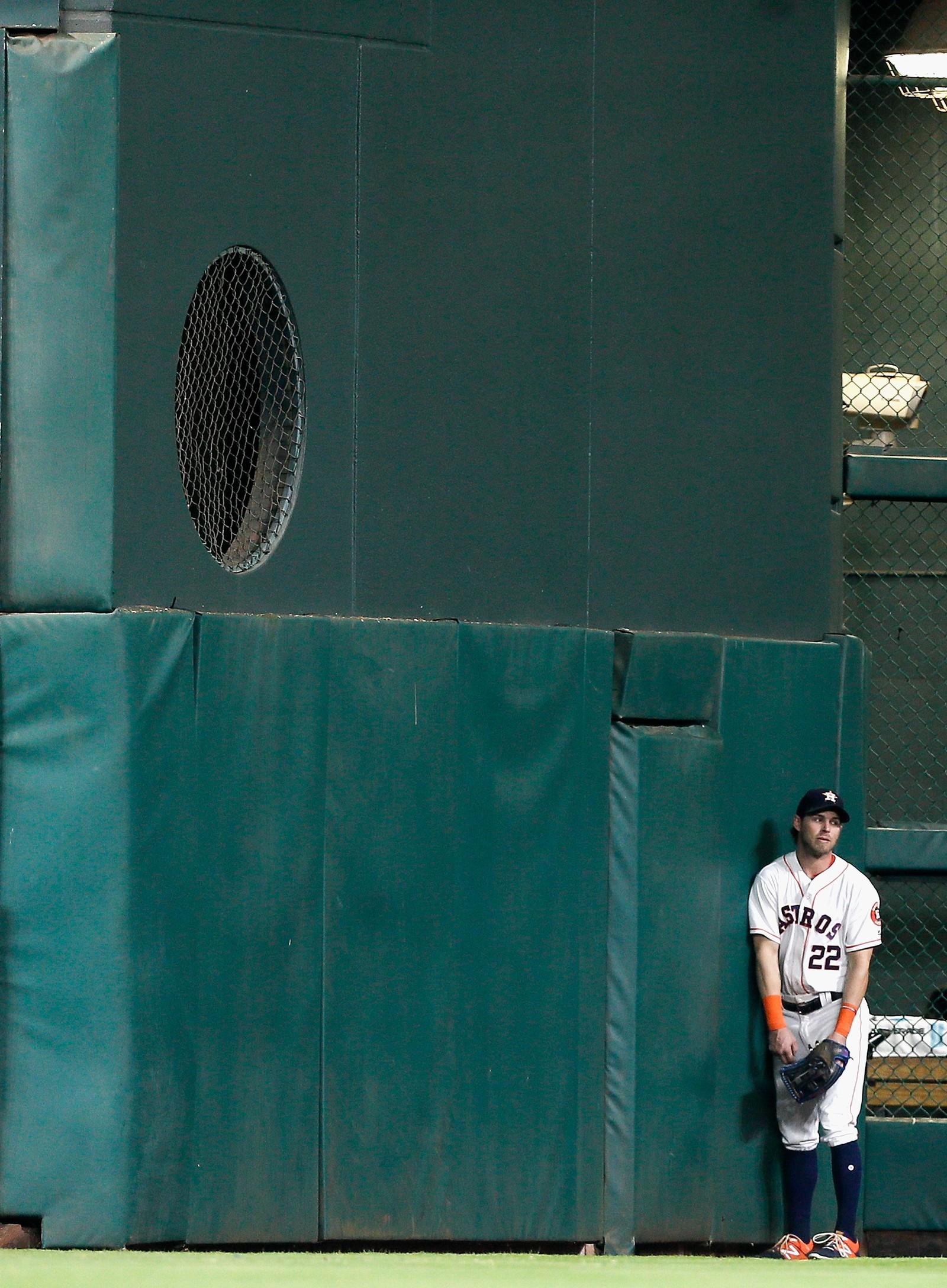 Så langt, men ikke lenger. Baseballen suste videre, mens Josh Reddick fra Houston Astros møtte veggen og måtte se Los Angeles Angels notere en homerun.