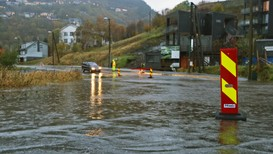 OVERSVØMMELSE: Bergen har fått sin del av nedbøren i høst, og det førte blant annet til oversvømmelse ved Kalandsvatnet.