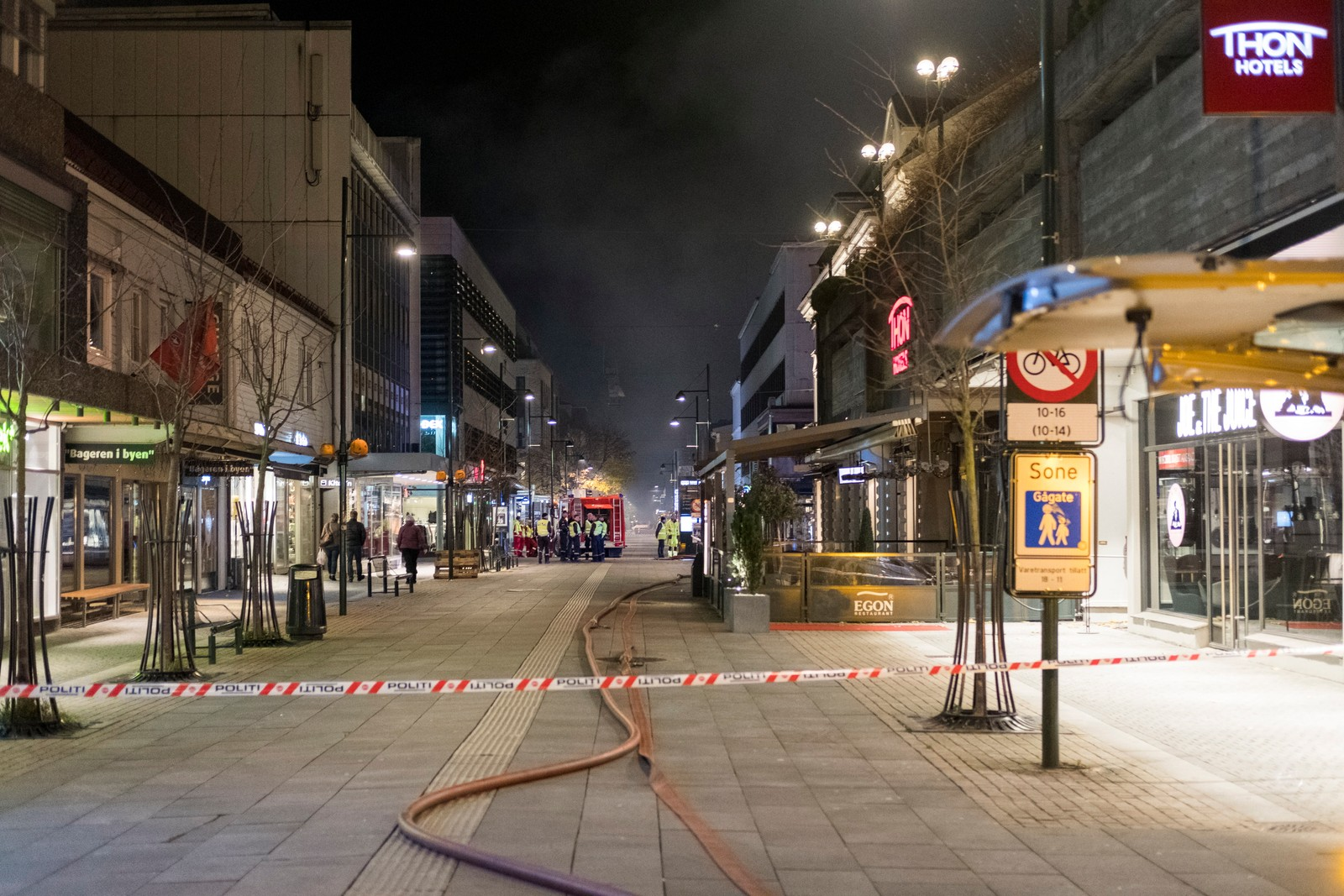 Gjestene ved Thon Hotel og Comfort Hotell ble evakuert og  midlertidig plassert på Ernst Hotell.