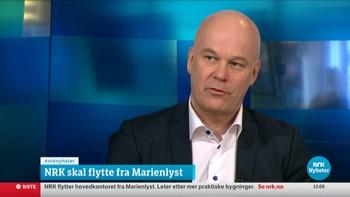 Kringkastingssjef Thor Gjermund Eriksen i studio for å fortelle om NRKs flytteplaner.