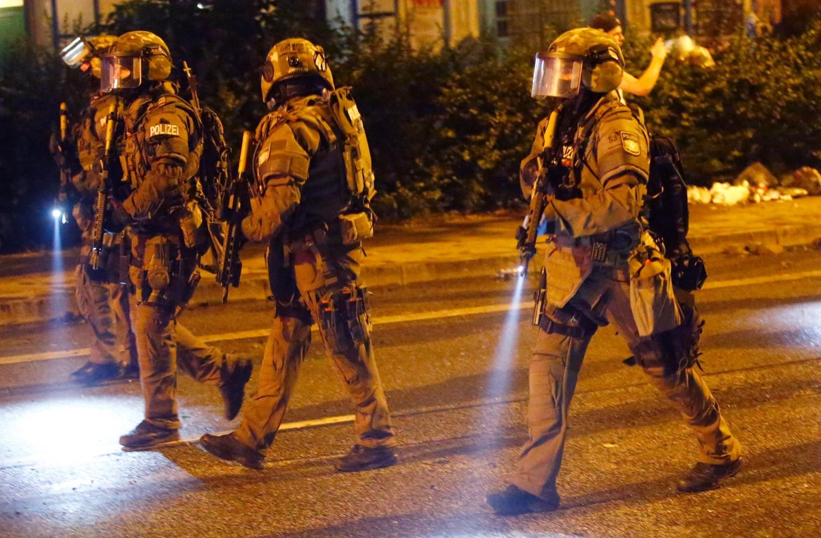 Tyske spesialstyrker gikk gjennom Schanze-distriktet etter sammenstøt med demonstranter.