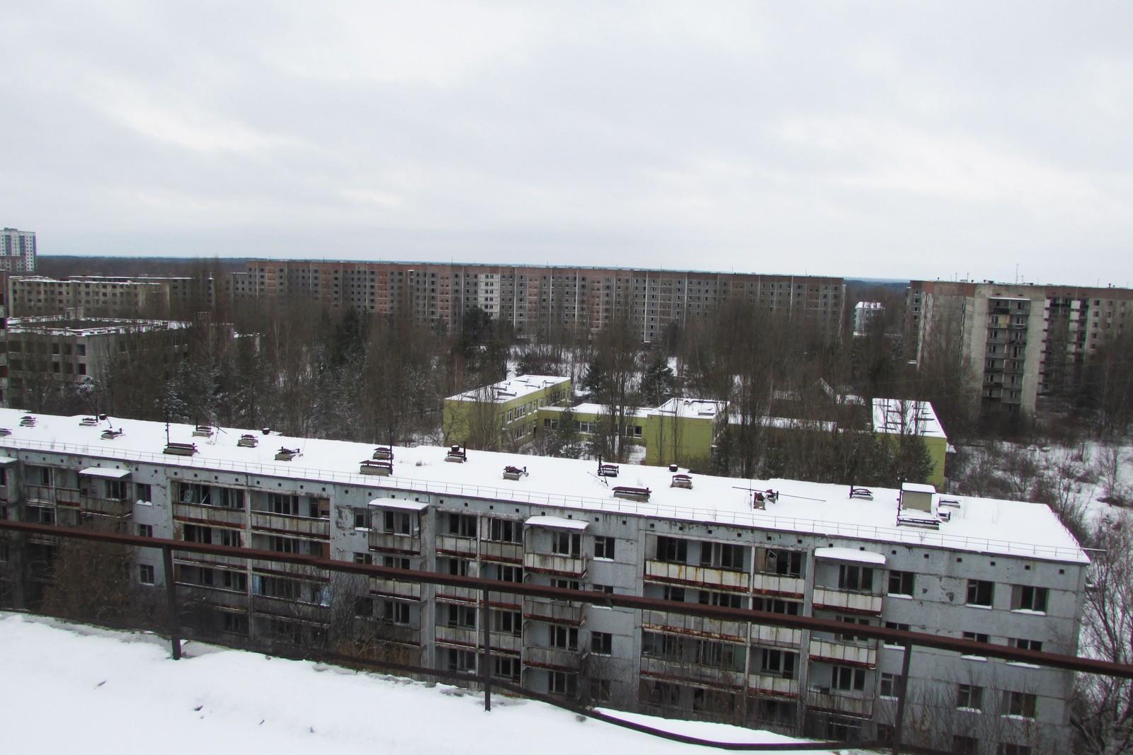 Om vinteren får man et bedre inntrykk av Pripyat med dens endeløse rekker av sovjetiske boligblokker.