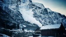 SNØSKRED I AURLAND: På måndag rasa det ned fjellsidene i Gudvangen. Tysdag morgon rasa det på nytt.