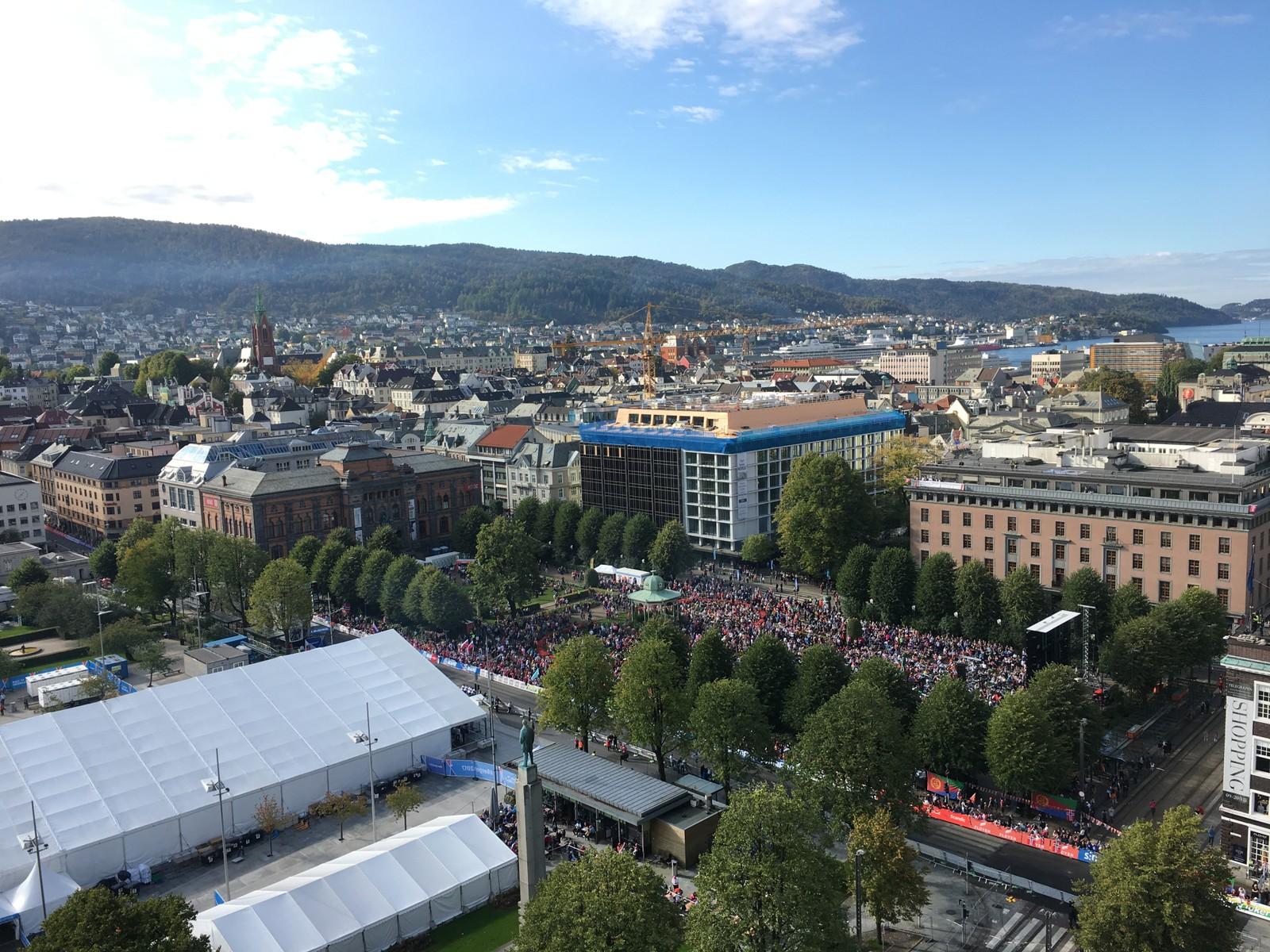 Fra toppen av rådhuset i Bergen.