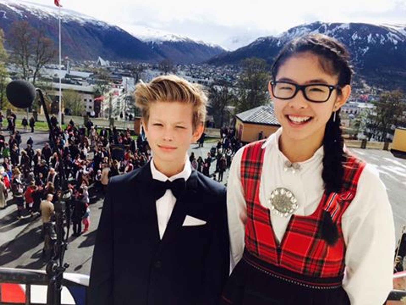 13-åringene Trygve Tidemann Bjørklund og Jenny Yan Alvarstein holdt årets 17. mai-tale fra Kongsbakken videregående skole i Tromsø.