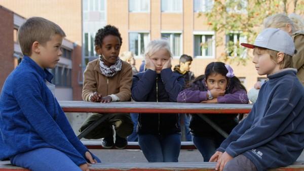 Norsk dramaserie.Hugo vil gjøre noe fint for Marlon for å vise at de fortsatt er venner.
