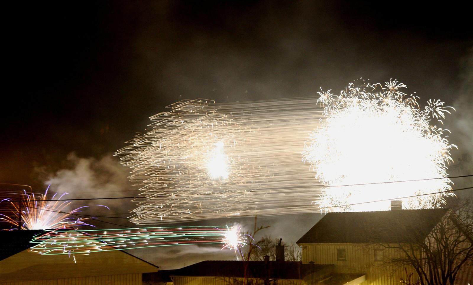 Nyttårsfyrverkeri over Åsen sentrum