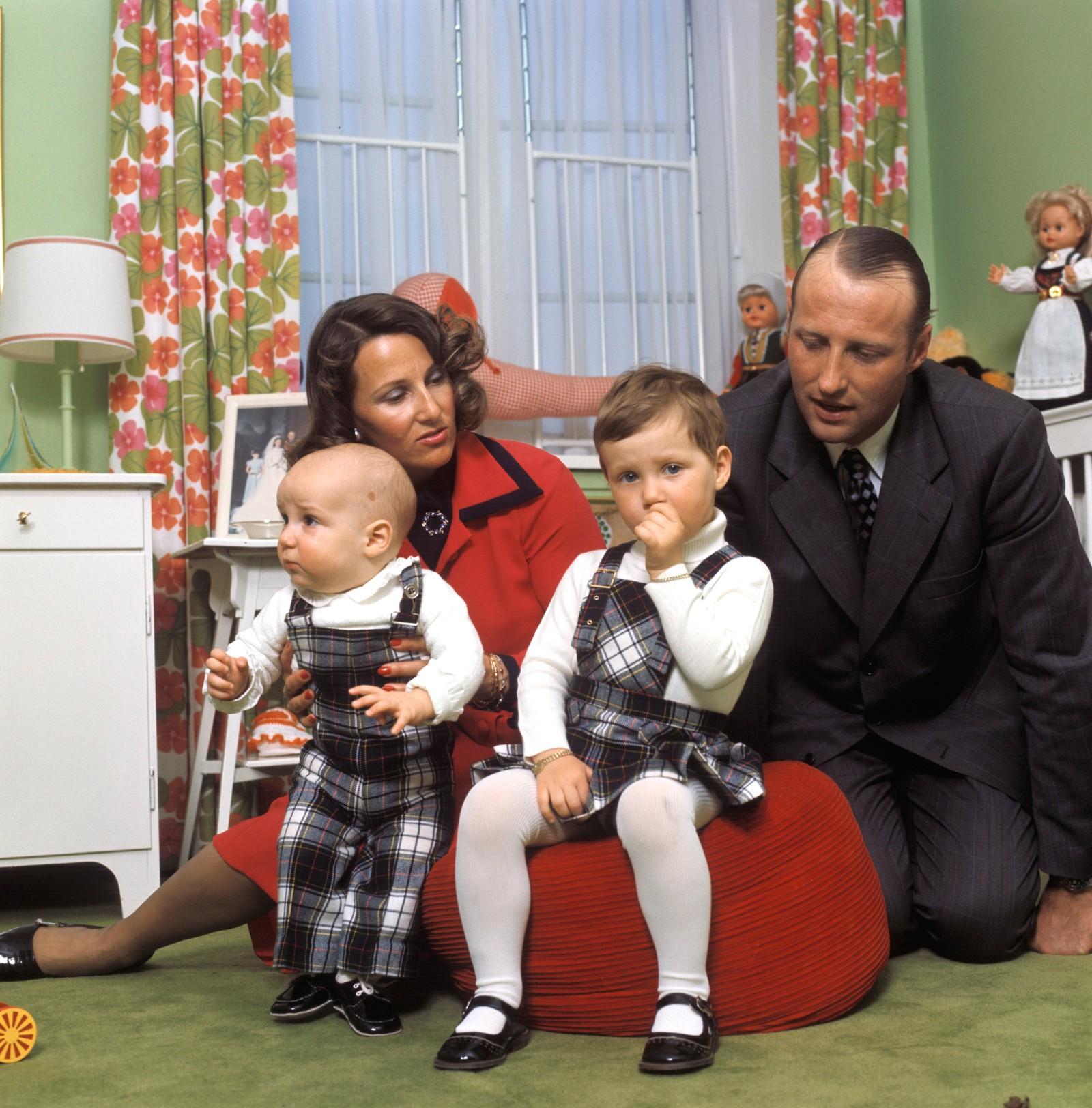 Kronprinsfamilien på Skaugum i 1974.