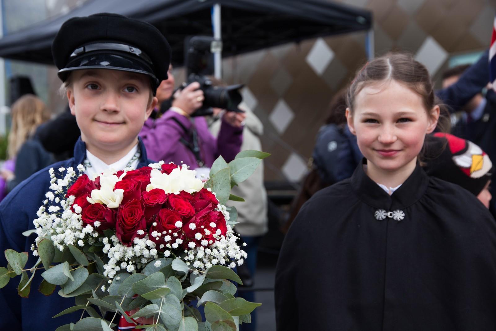 Blomsterbarna Michael Moen Johnsen, Måndalen og Tuva Moa Frick, Åfarnes.