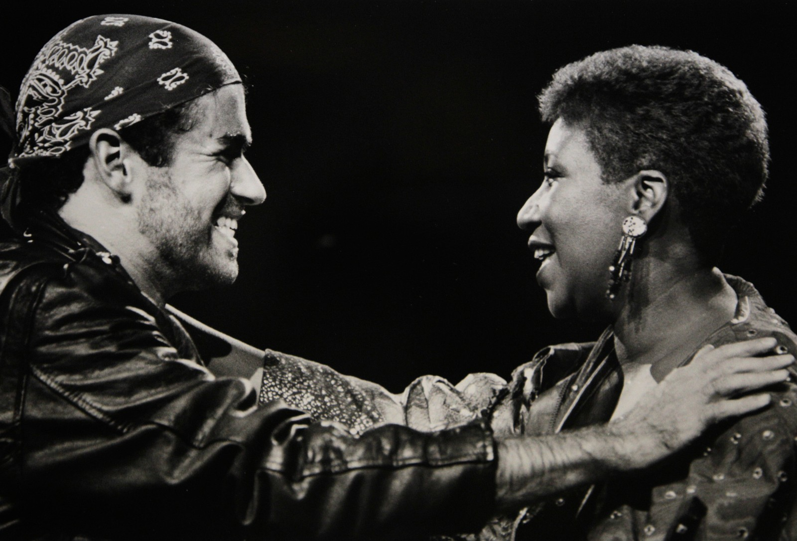 """1988: George Michael og Aretha Franklin sammen på scenen på hans """"Faith""""-turne i Auburn Hills i Michigan i USA 30. august 1988."""