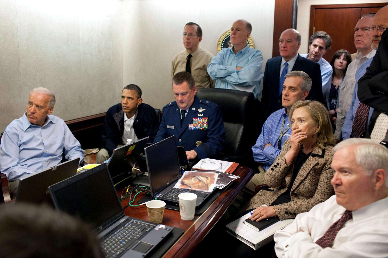 SPENT SITUASJON: President Barack Obama og hans stab i situasjonsrommet 2. mai 2011, der de fulgte aksjonen som resulterte i Osama Bin Ladens død.