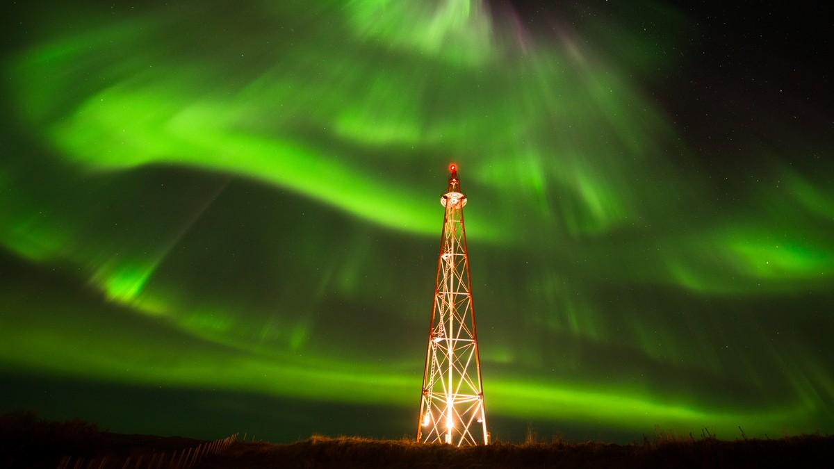 Nordlys over luftskipmast - Foto: Knut-Sverre Horn