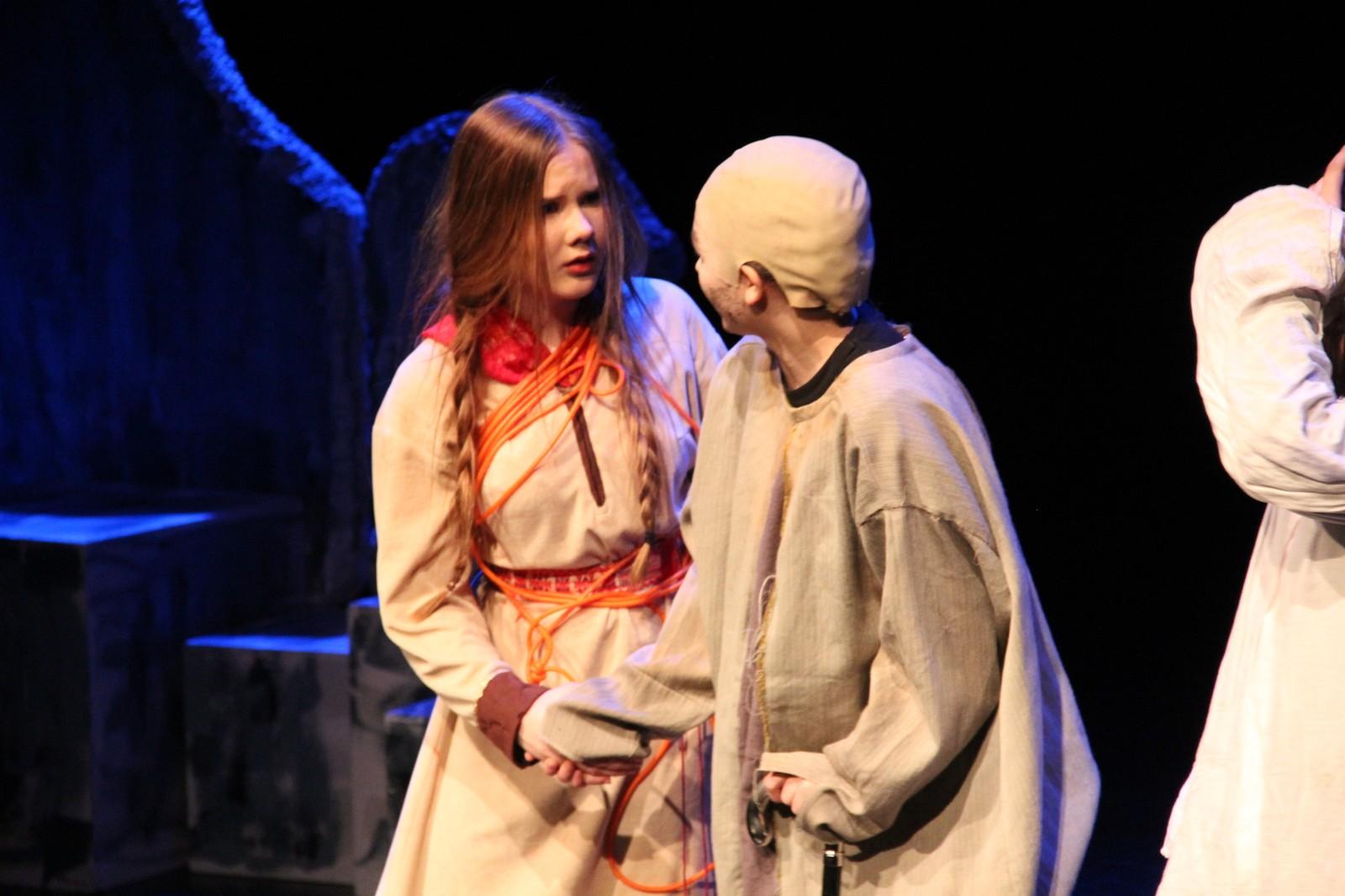 Samisk barneteater holdt forestillingen Ronja Røverdatter på Riksscenen i Oslo.