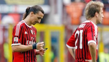 AC Milans Maxi Lopez (R) and Zlatan Ibrahimovic