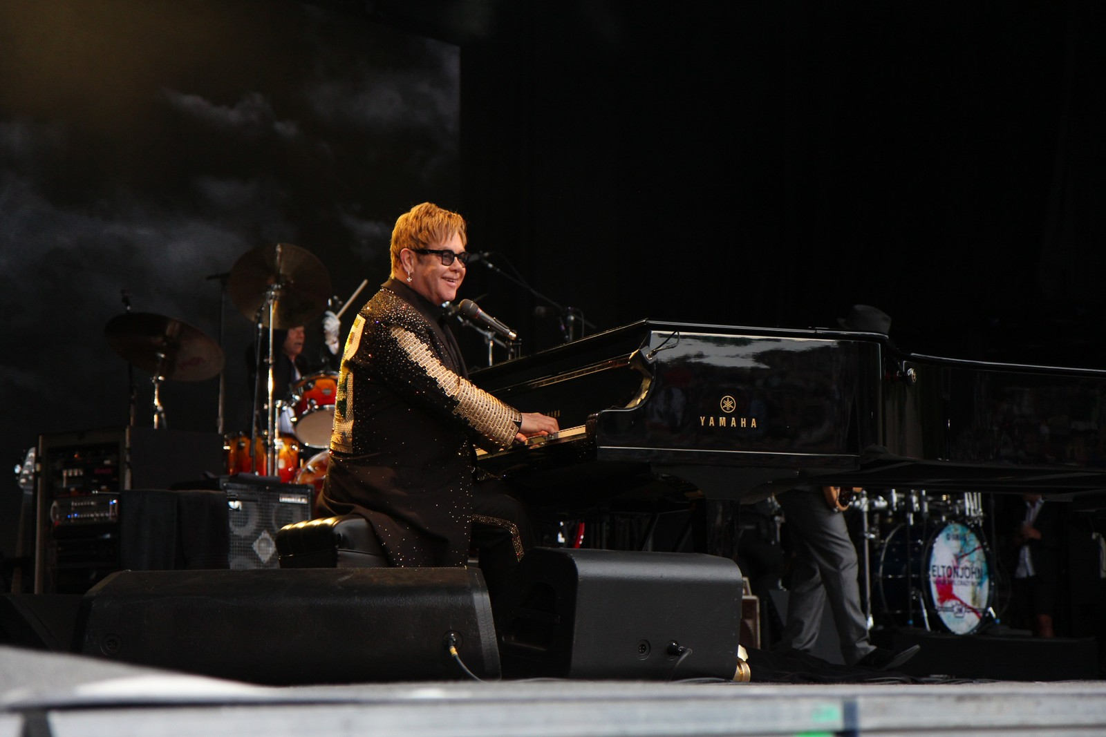 Elton John kom på scenen på Sverresborg Arena rett før klokka 2030 fredag kveld.