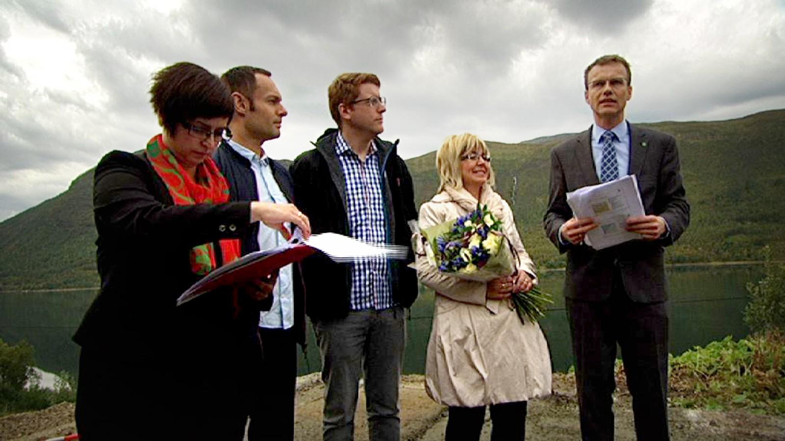 Ellen Øseth (SV, til venstre), Torgeir Knag Fylkesnes (SV), Martin Henriksen (Ap), Irene Lange Nordahl (Sp) og Erik Lahnstein (Sp) offentliggjorde at staten tar over E8 gjennom Ramfjord.