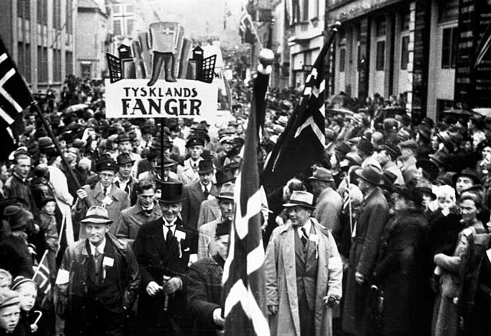 PROSESJON: Også krigsfangene ble hedret i 17. mai-prosesjonen gjennom Bergens gater 1945.