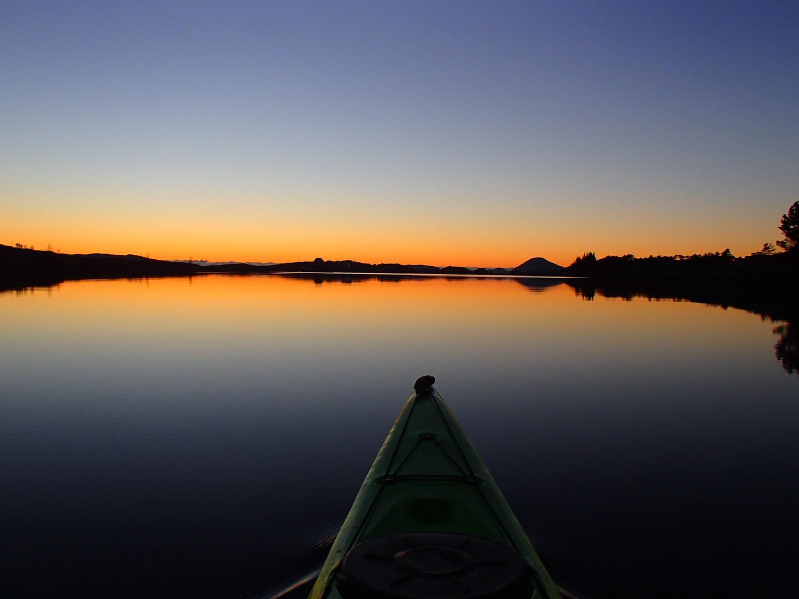 Padling i solnedgang Lanøysundet Stavøya.